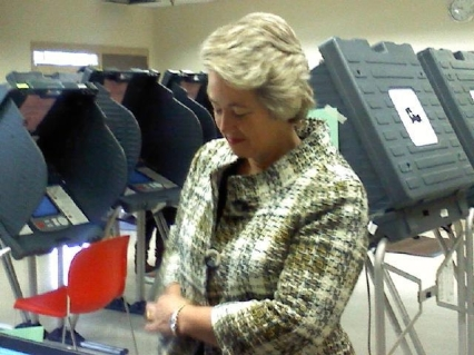 annise early votes